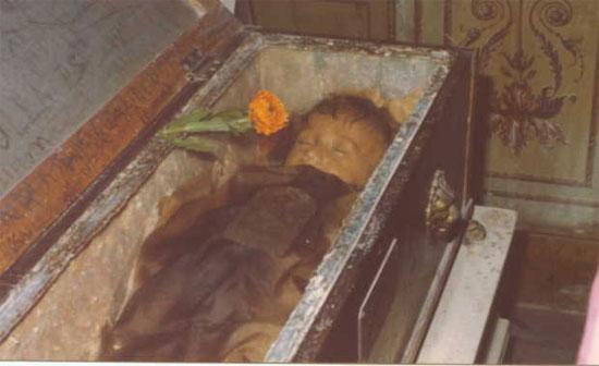 Bí ẩn xác ướp 100 năm tươi tắn, xinh đẹp