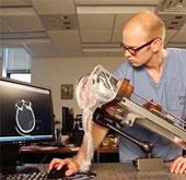 Robot hút máu đông khỏi hộp sọ