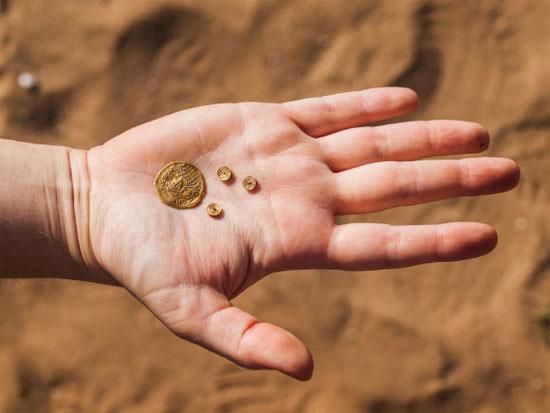 Tìm thấy kho báu trong… hố rác cổ đại