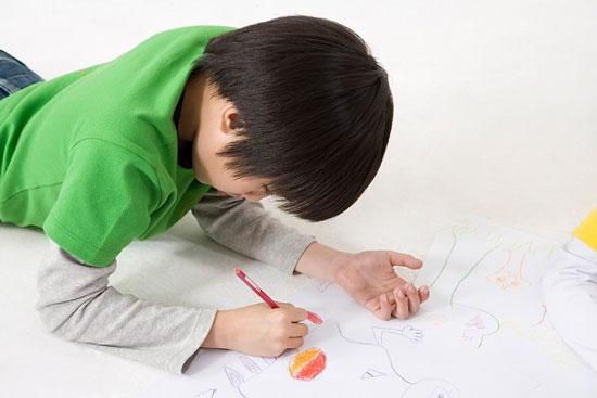 Nên khuyến khích trẻ vẽ nếu muốn chúng học tốt hơn