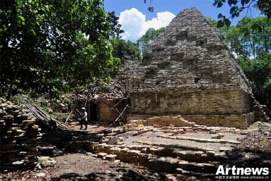 Mexico phát hiện móng cung điện 2.000 năm tuổi