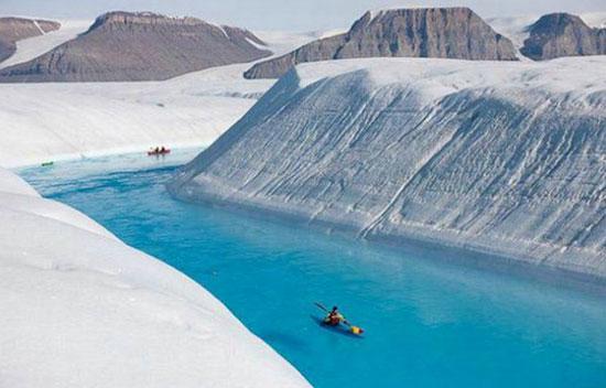 Tảng băng khổng lồ tách khỏi Greenland