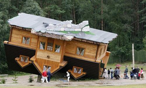 Ngôi nhà lộn ngược (Schimbark, Ba Lan)