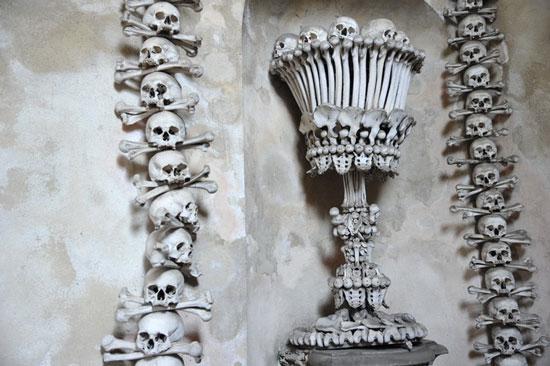 Bên trong nhà thờ trang trí bằng 70.000 bộ xương người
