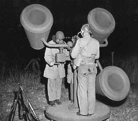 Máy định vị âm thanh của Mỹ năm 1943.