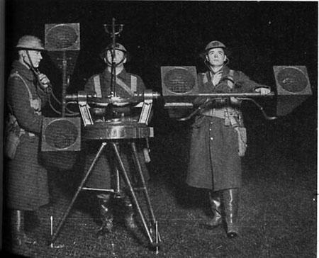 Máy định vị âm thanh 4 ống nghe của Anh năm 1930.