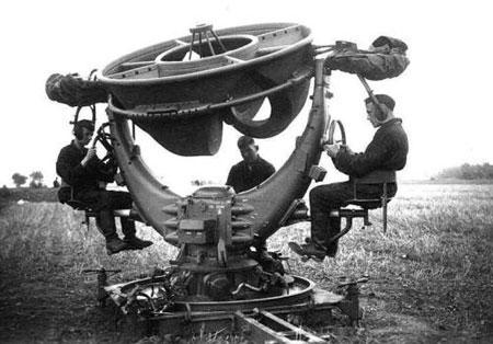 Máy định vị âm thanh của Đức năm 1940, cỗ máy này đã tiến gần hơn tới công nghệ radar.