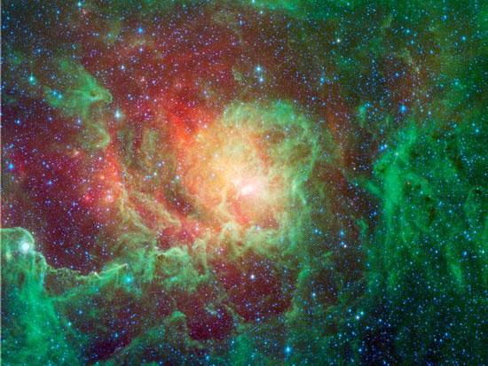 Khí và bụi phát sáng xung quanh những ngôi sao mới trong tinh vân Lagoon. Đây là một trong hai tinh vân mà con người có thể thấy bằng mắt thường từ bán cầu bắc. (Ảnh: NASA)