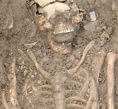Bí ẩn về những hòn đá trong miệng người chết