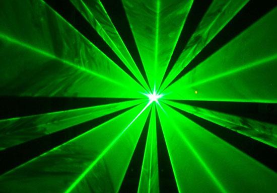 Anh-Mỹ hợp tác khai thác nguồn năng lượng khổng lồ từ laser
