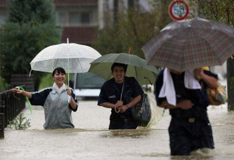 Hơn một triệu người được khuyến cáo đi sơ tán. (Ảnh: AFP)