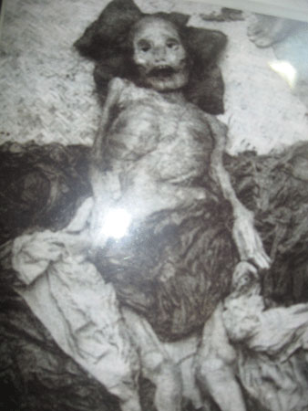 Xác ướp bà Phạm Thị Nguyên Chân. (Ảnh: N.M.H)
