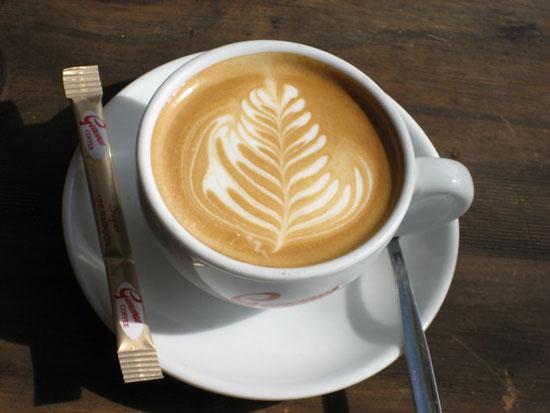 Uống nhiều cà phê sữa dễ hại gan
