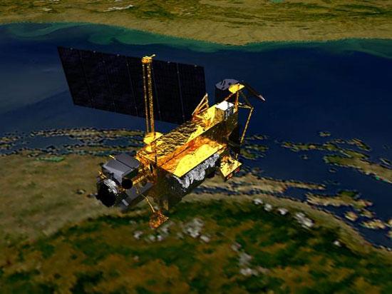Tàu con thoi Discovery đưa vệ tinh Nghiên cứu Tầng thượng quyển ra ngoài vào ngày 14/9/1991. (Ảnh: NASA)
