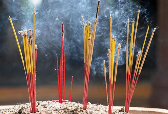 Việc tiếp xúc với khói hương thường xuyên có thể gây ra những nguy cơ với sức khỏe.