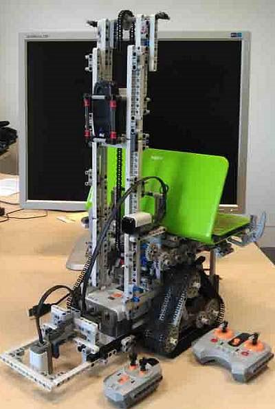 Robot do Khương nghiên cứu, chế tạo (Ảnh do Nguyễn An Khương cung cấp)