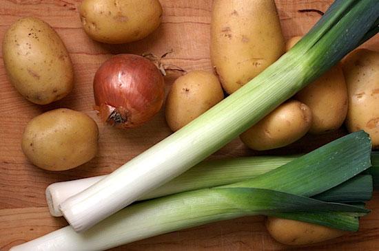 Tỏi tây và khoai tây liên quan đến bùng phát E.coli