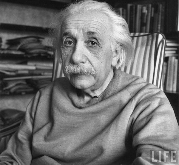 Einstein học rất xuất sắc khi còn ngồi trên ghế nhà trường.