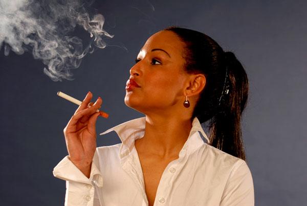 Thuốc lá điện tử vẫn gây tổn hại đến phổi qua các phản ứng hô hấp tức thời