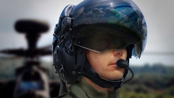 Mũ bảo hiểm Striker có thể giúp phi công nhìn xuyên máy bay