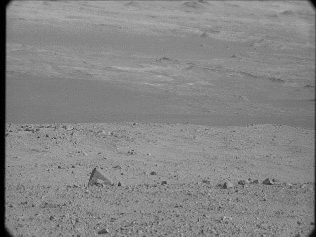 """Những bức ảnh """"thô"""" của hành tinh Đỏ được gửi về Trái đất"""