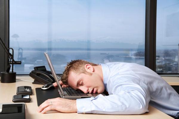 Làm việc quá 8 giờ/ngày dễ bị trụy tim