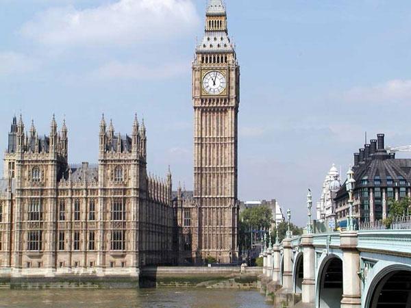 Tháp đồng hồ nổi tiếng London chính thức được đổi tên