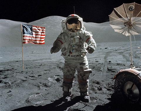 Mỹ thủy táng người đầu tiên lên mặt trăng