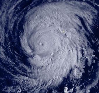 Siêu bão đổi hướng, cả nước mưa rải rác