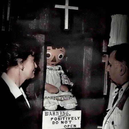 Cô chủ của Annabelle sau đó đã trao tặng lại con búp bê cho bảo tàng Occult tại Connecticut