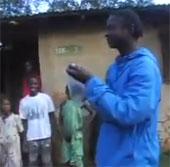 Video: Người kỳ lạ có khả năng phun nước như voi