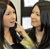 Người máy xinh đẹp dạy tiếng Nhật ở Việt Nam