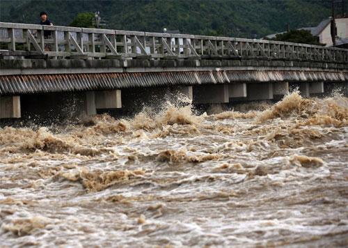 Nhật di tản hàng trăm nghìn dân tránh siêu bão