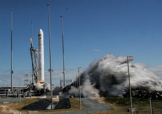 Tàu Cygnus hoãn cập bến ISS do lỗi định vị
