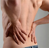 Tiêm nước muối giúp điều trị đau lưng dưới tốt hơn steroid