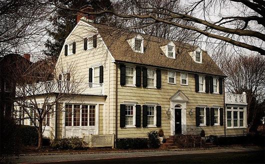 Căn nhà số 112 Ocean Avenue là minh chứng rõ nhất cho hiện tượng Poltergeist. Tại đây vẫn thường xuyên ghi lại những hiện tượng ma mị và là điểm du lịch nổi tiếng ở Mỹ.