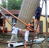 Siêu bão Wutip đổ bộ miền Trung, gió giật mạnh