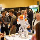FPT lần đầu mang robot dự Hội nghị quốc tế