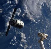 """Tàu Cygnus lần đầu """"cập bến"""" ISS"""