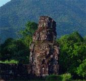 Tháp Chăm B3 Mỹ Sơn nứt và nghiêng