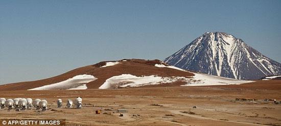 Sa mạc Atacama, Chile là nơi cực khô và quanh năm không có mưa. (Ảnh: Daily Mail)