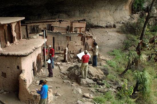 Cueva del Maguey - ngôi làng nhỏ được xây dựng bên trong một hang động khá lớn và là nơi các mảnh xương người được tìm thấy. (Ảnh: INAH)