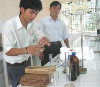 Chế tạo keo dán gỗ kỵ nước từ xốp phế thải