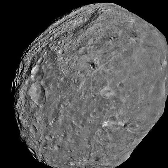 Video: Ngọn núi trên hành tinh Vesta