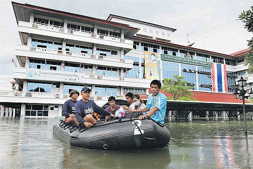 Thái Lan: Lũ lụt khiến hàng trăm nhà máy đóng cửa, bệnh viện sơ tán