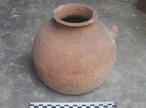 Bình gốm trên 1.500 tuổi dưới sông Hương