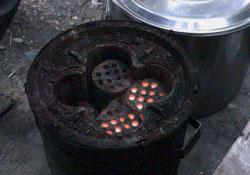 Khí than từ bếp đun thô sơ ảnh hưởng đến sức khỏe con người