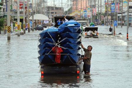 Dân Bangkok hoảng sợ vì báo động lũ lụt nhầm