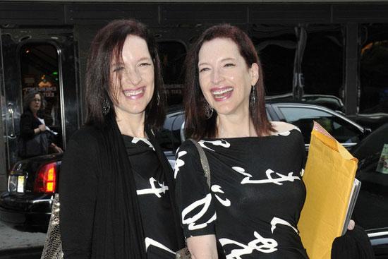 """Terry và Linda Jamisson là cặp chị em sinh đôi cùng """"chia sẻ một linh hồn""""."""