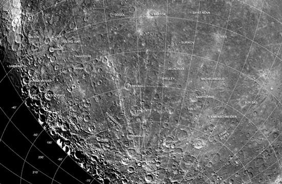 Bề mặt Sao Thủy có rất nhiều hố và núi lửa lớn.